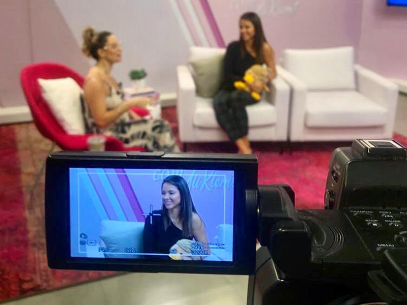 Imagem - Bruna Zanatta dá entrevista no programa Virou Moda, na RDC TV